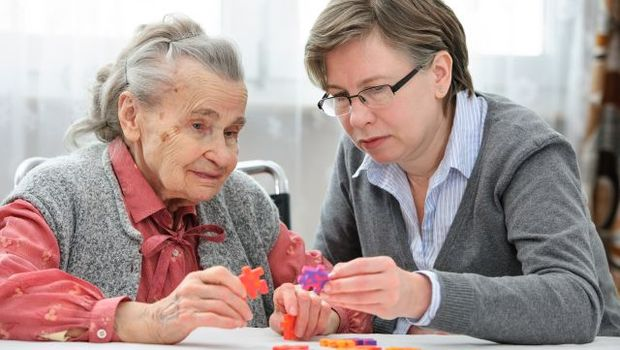 Fotolia 68115852 - Senior woman with her elder care nurse © Alexander Raths
