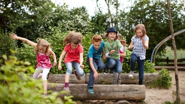 Bildnachweis: Fotolia 38854500 - Gruppe fröhlicher Schulkinder © Christian Schwier